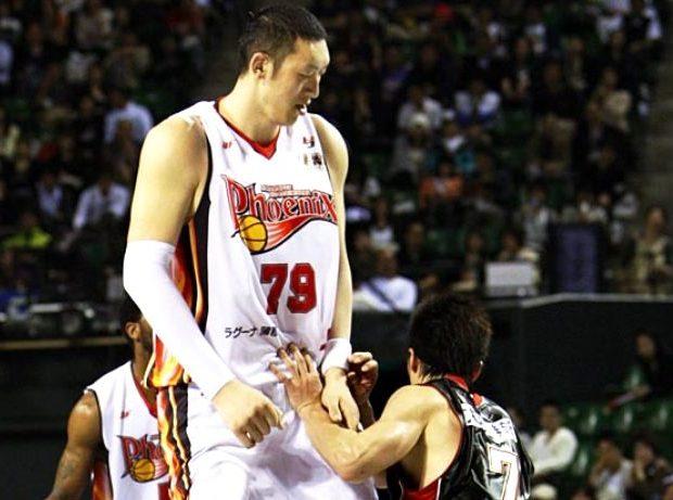 porque los jugadores de baloncesto suelen ser altos